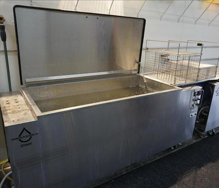 An open ultrasonic tank